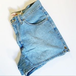 GAP Light Wash High Rise Mom Jean Shorts Size 8